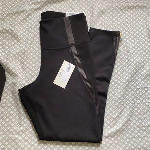 ✨SOLD✨ Old Navy Zipper Legging